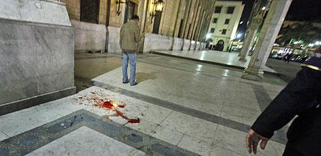 Restos de sangre en el lugar de la explosión. | AP