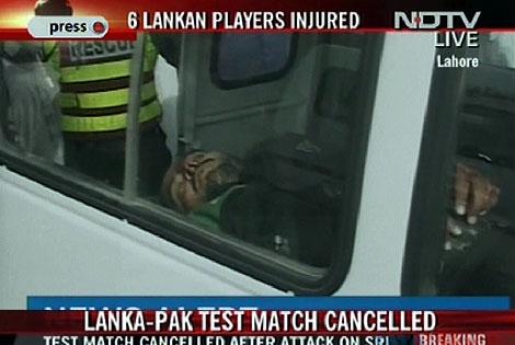 Uno de los heridos, en una imagen de la televisión local NDTV. | Afp