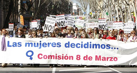 Mujeres a favor del aborto en la manifestación de Madrid. | Efe