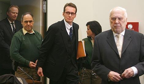 Sgarbi a su entrada al juicio en Audiencia Provincial de Múnich.   Reuters