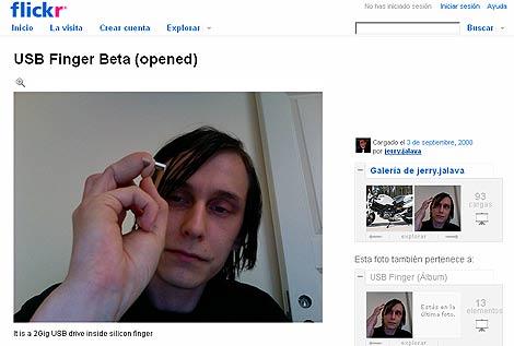 Pantalla del set de Flickr de Jerry Jalava, en donde muestra su 'dedo-USB'.