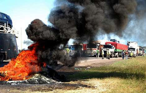 Los agricultores argentinos bloquean las carreteras. | AFP