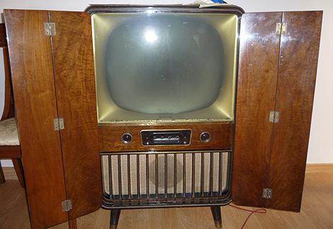 Televisores antiguos y modernos