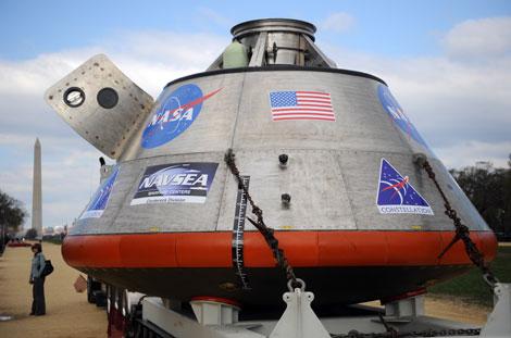 La maqueta de la futura cápsula lunar de la NASA, presentada en Washington.