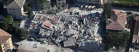 Imagen aérea del centro de L'Aquila facilitada por la Policía italiana.  AFP