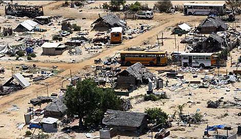 Uno de los poblados,destrozados por los bombardeos. |AP