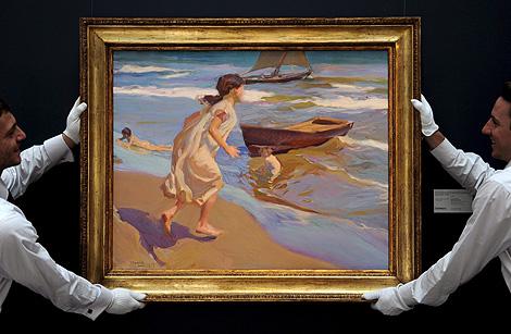 El óleo 'Niña entrando en el baño' (1917). | Efe