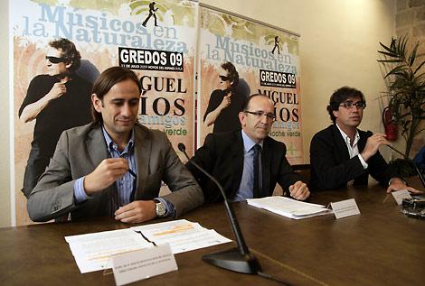 El viceconsejero de Desarrollo Sostenible, José Manuel Jiménez, y el director general de Juventud, Sergio Montoya, informan de las actividades organizadas con motivo del festival Músicos en la Naturaleza.  Ricardo Muñoz