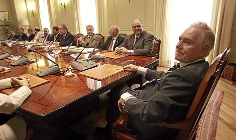 El presidente del CGPJ, Carlos Dívar, en reunión con los jueces decanos. | Bernabé Cordón