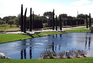 La urbanización tiene incluso un lago | Inmobiliaria Gilmar
