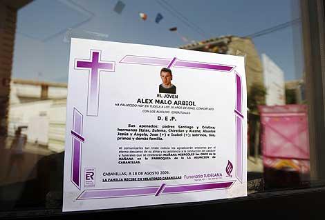 Esquela con la fotografía de Alex Malo Arbiol, el joven de 16 años fallecido. | Efe