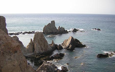 Escollos llamados las Sirenas, en Cabo de Gata.   B25es