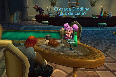 Un momento de la entrevista con Diddlina, líder de Luz de Gaia, en la taberna La Bienvenida de un Héroe, Dalaran