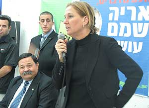 Livni con Aflalo, el primer diputado 'rebelde' que abandona Kadima.