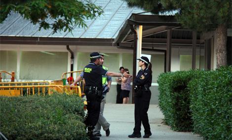 Los familiares están siendo atentidos en el centro cívico Frederic  Mompou.| ACN