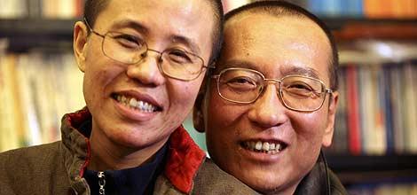 El Nobel y su esposa, Liu Xia. | Reuters