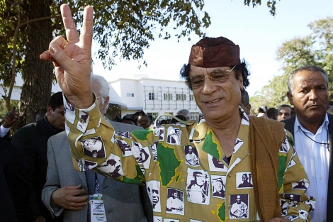 Gadafi visita Mozambique para una cumbre de la Unión Africana.   AFP