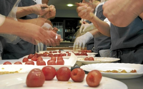 Cocineros en la cocina de El Bulli.| Manuel Ruiz