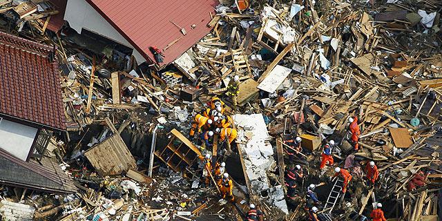 El terremoto se ha llevado por delante pueblos enteros y dejó grandes daños materiales. | AP