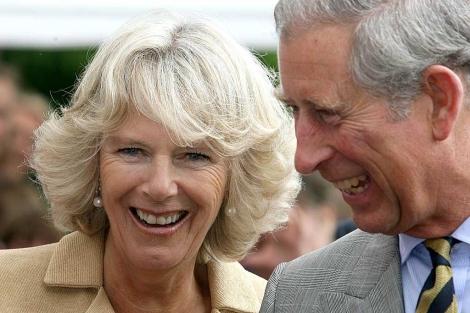 El príncipe Carlos y su esposa, en una imagen de archivo. | Ap