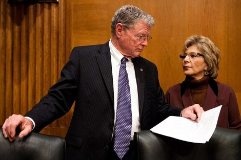 El republicano James Inhofe y la demócrata Barbara Boxer, senadores. | Brendan Hoffman/ Afp