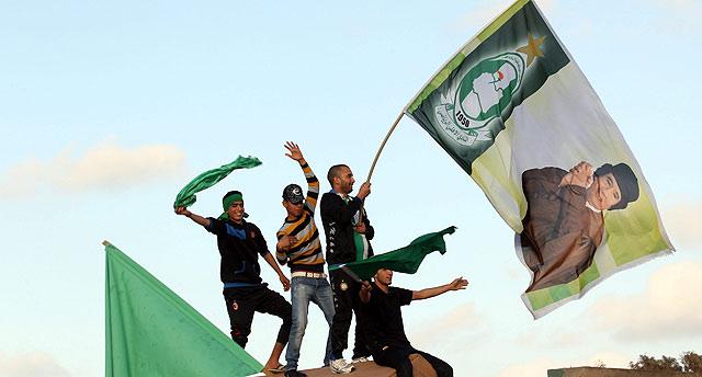 Partidarios de Gadafi se parapetan en Trípoli.   Efe