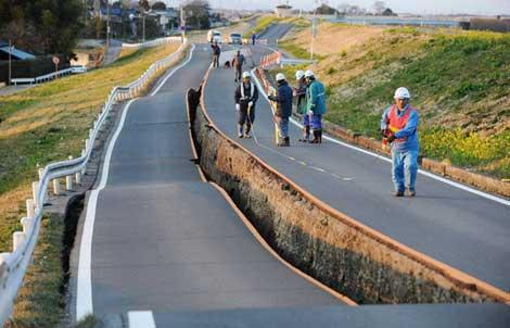 Carretera en Saitama afectada por la licuefacción el pasado 11 de marzo.