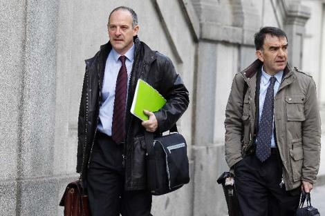 Los abogados de Sortu a la entrada del Supremo.| Alberto Cuéllar