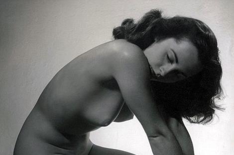 La imagen de elizabeth Taylor posando desnuda. | Daily Mail