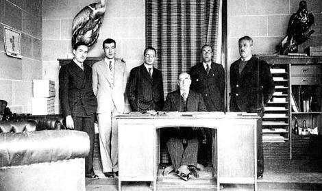 Español (segundo por la izquierda) el año 1932.