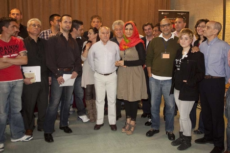 Foto de grupo de los alumnos del taller 'Poesía y libertad' organizado por Cosmopoética.   Madero Cubero