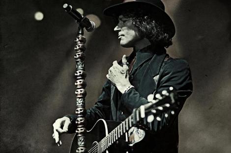 Bunbury, durante su concierto en el teatro Gran Rex de Buenos Aires.   EMI