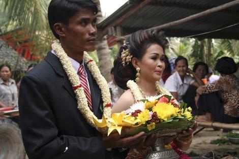 Boda entre una camboyana y un hombre extranjero. | Efe