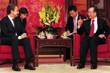 Zapatero, junto al primer ministro chino, Wen Jiabao. | Ap