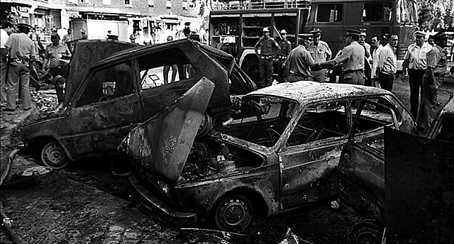 Atentado de la plaza de la República Dominicana de Madrid, en el que fueron asesinados 12 guardias civiles. | Efe