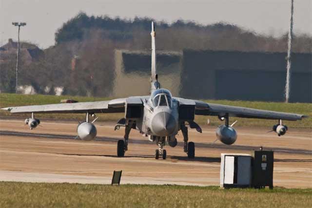 Un avión tornado, en una base inglesa. | Efe