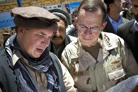 Greg Mortenson (izquierda), en el valle de Panjshir, Afganistán. | Ap