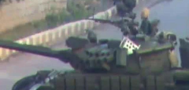 Tanques sirios en las calles de Deraa. | Afp
