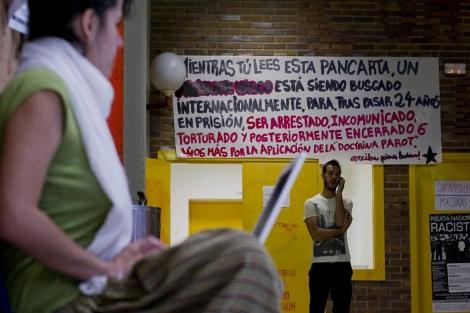 Pancarta colgada en Políticas | Gonzalo Arroyo
