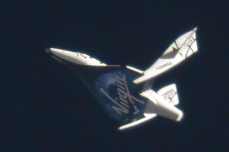 La nave 'SpaceShipTwo' durante la maniobra de reentrada. | Virgin