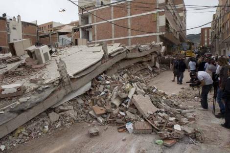 Edificio derruido en Lorca.| Alberto Cuellar