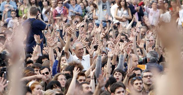 Miles de personas se han concentrado en la Plaza del Ayuntamiento de Valencia.   José Cuéllar