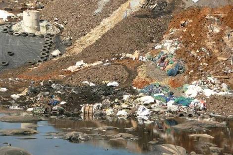 El vaso del vertedero de residuos tóxicos de Nerva, a punto de desbordarse. | EM