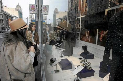 Venta de una colección de Jimmy Choo en las tiendas H&M. | Diego Sinova