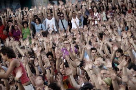 Una votación de la Asamblea celebrada en Sol este domingo. | Alberto di Lolli