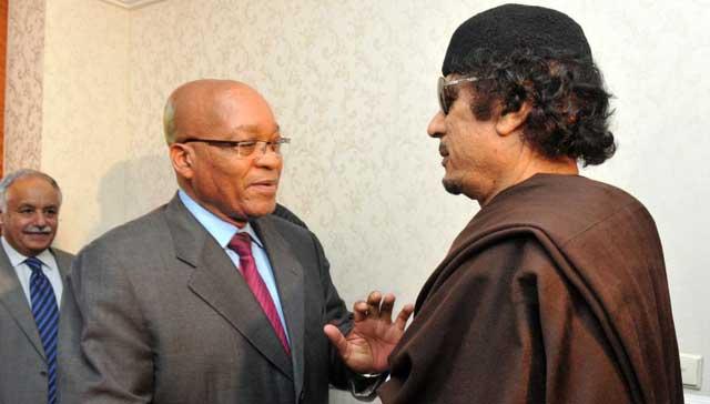 El presidente sudafricano y el dictador libio en Trípoli. | Ap