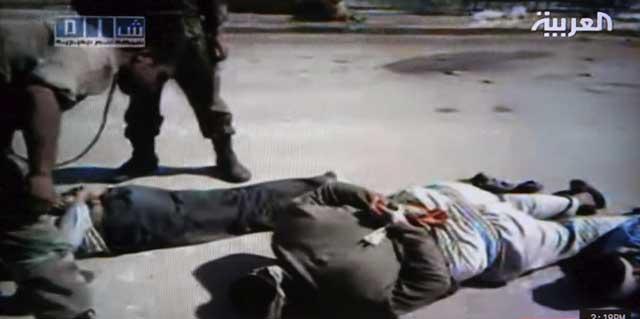 Una imagen de la represión siria captada por las cámaras de la emisora Al Arabiya en la ciudad de Homs. | Efe