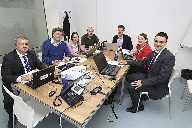 Miembros de las tres empresas y las dos universidades que participan en el proyecto Azteca. | J. M. Lostau<br />  [Clic para ampliar la imagen]