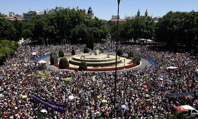 Manifestantes indignados en Madrid. | Reuters VEA MÁS IMÁGENES