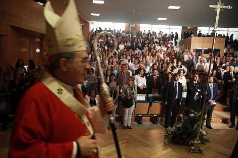 Monseñor Asenjo, revestido con los atributos de su dignidad, en un acto litúrgico reciente. | EM